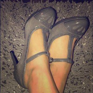5.5 gray heels 👠